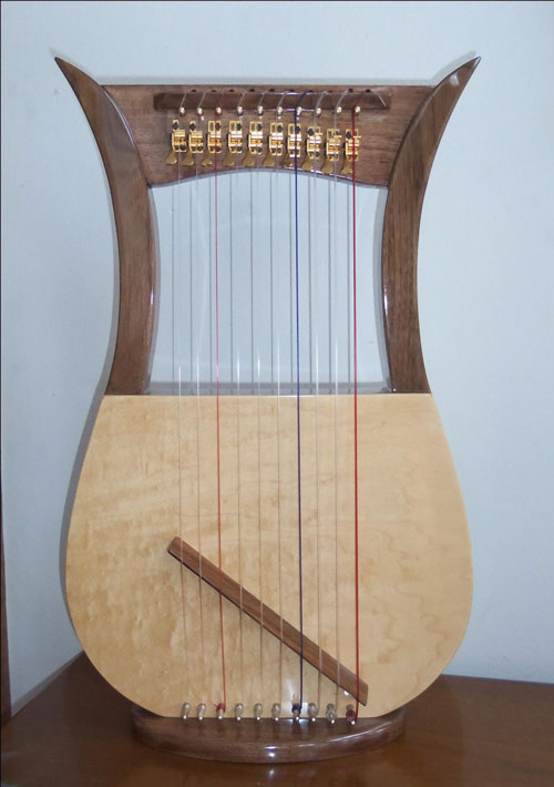 Davidic harp with gold Truitt levers